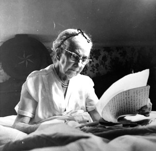 Elizabeth at work on her never published historical novel, 1961. Courtesy of William W. L. and Amory Potter Glenn.
