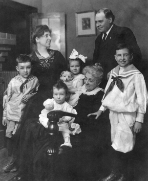 Elizabeth and Eugene Glenn, with their children, from left, Marion, William, Ann, and Eugene Glenn Jr., with Annette Lumpkin, in Asheville, North Carolina, c. 1916. Courtesy of Katherine Glenn Kent.