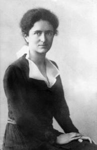 Dorothy Sybil Wolff (Douglas), c. 1912. Courtesy of Kate Douglas Torrey.
